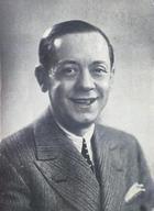 Valeriano León